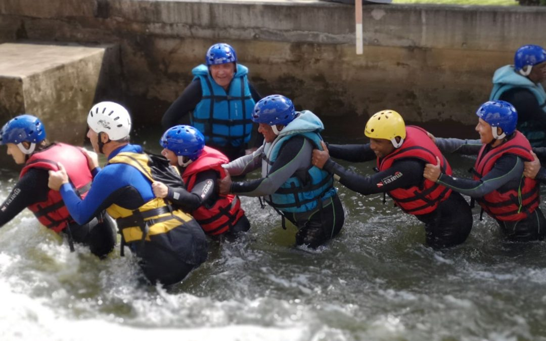 'Behaviour to adopt in a flooded environment' training course: participants take the plunge!