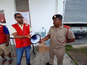 Don de mégaphones aux services de police pour la sensibilisation des populations