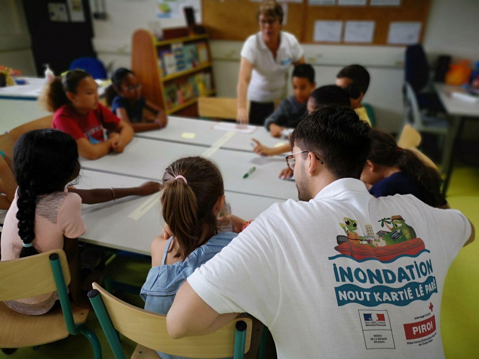Activité de sensibilisation Paré pas Paré dans une école de la commune de Saint André